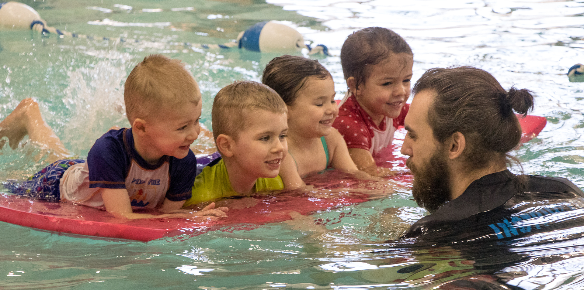 toddlers learning to swim